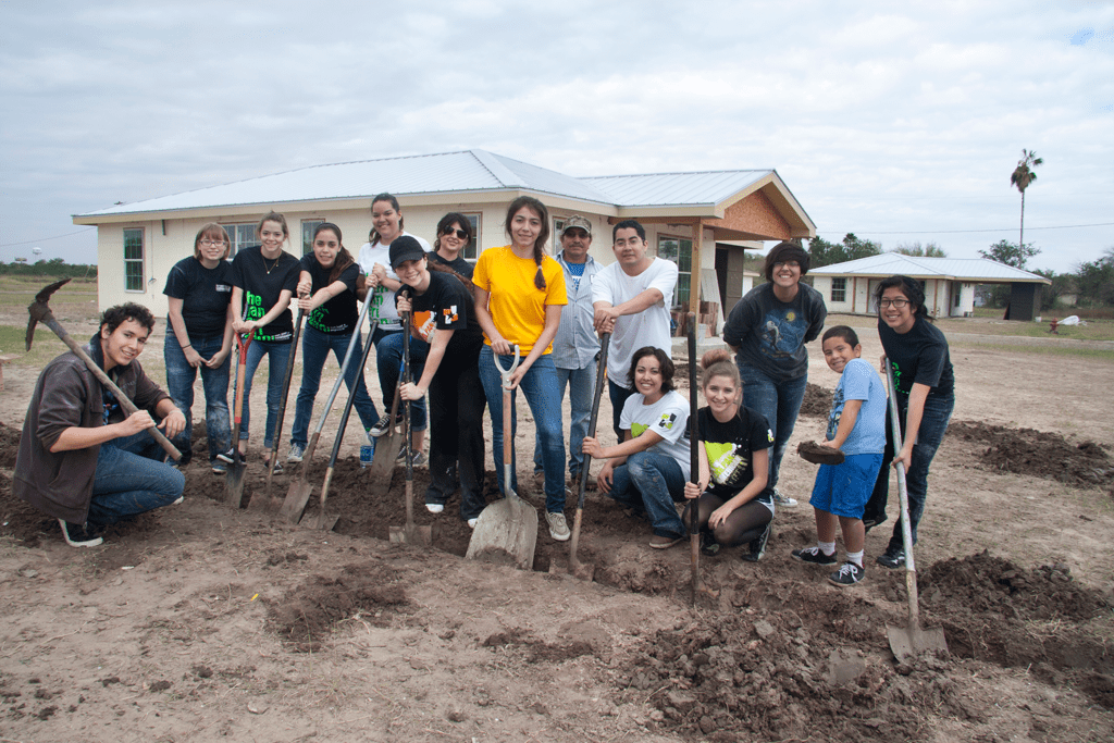 proyecto azteca, volunteers